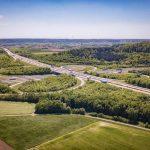 Bild: Autobahnkreuz A6/A7 2018 - Grüne Bäume, blauer Himmel